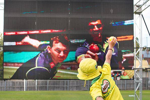 Brett Lee bowls via NBN